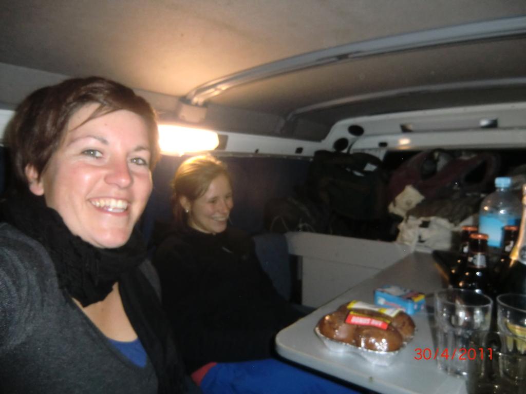 lustiger, letzter Abend: zu dritt im Van