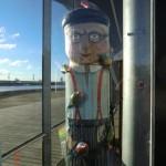 solche Holzfiguren findet man überall entlang Geelongs Promenade