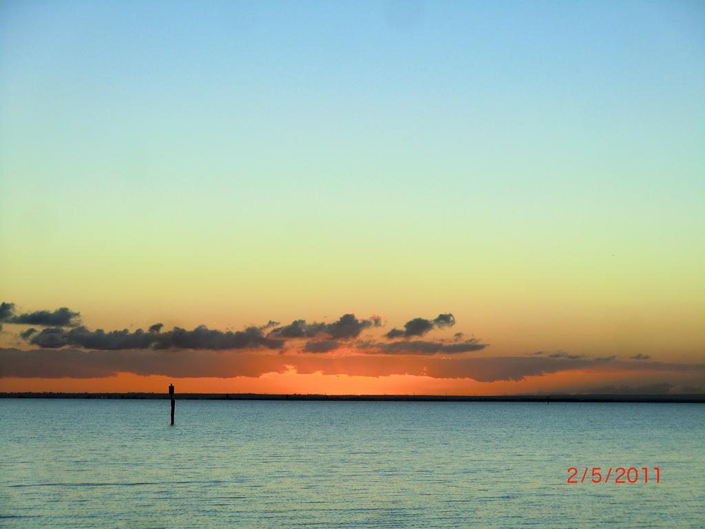 australischer Sonnenuntergang am Meer auf der Bellarine Peninsula vor Portalington XII