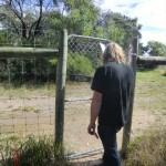 durchs Tor führt uns der Wanderweg