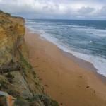 toller roter Sand und türkises Meer an der Great Ocean Road