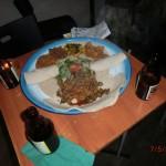 Besuch eines afrikanischen Restaurants mit Matt in Melbourne IV - das Essen: Hände waschen und zu dritt von einem Teller essen, ohne Besteck :-)