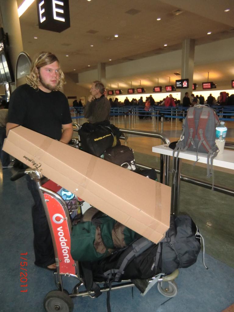 Auckland Airport: mit viel Gepäck unterwegs
