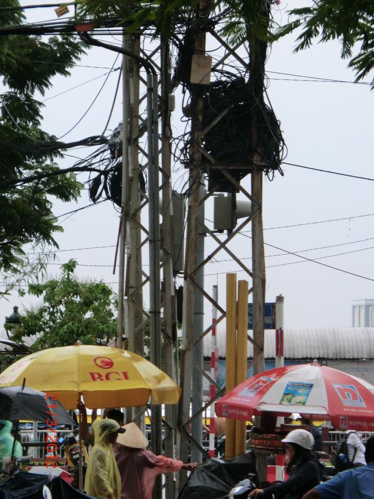 Ho Chi Minh, Stromleitungsknäuel