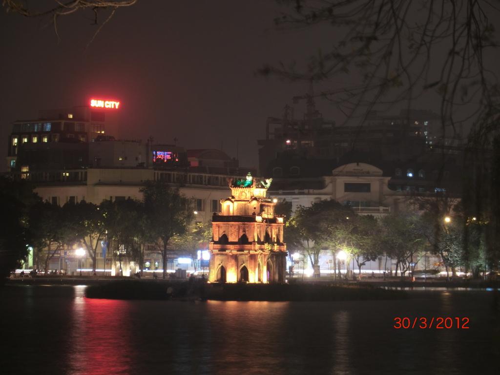 Hanoi, Hoan Kiem See im Dunkel