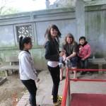 Hanoi, Temple of Literatur - von Europäern begeisterte Asiatinnen