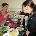 Sophia und ich beim Seafood Hot Pot Schlemmen