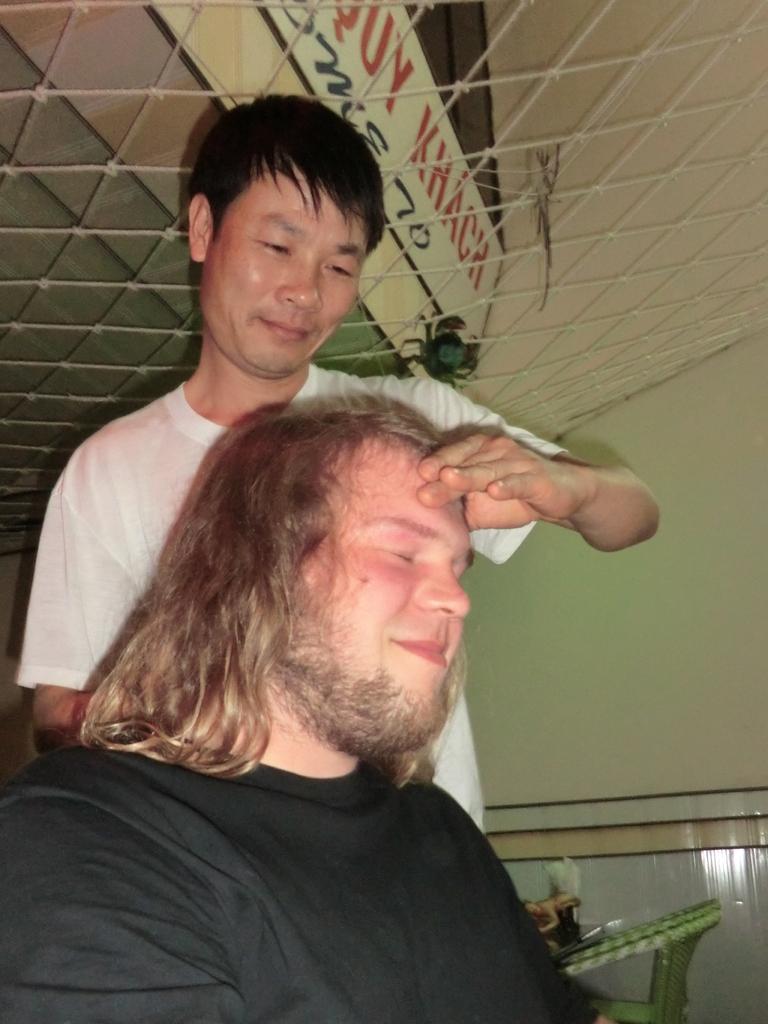 Wolfis magisch anziehendes Prachthaar verhalf ihm zu einer kostenlosen Massage